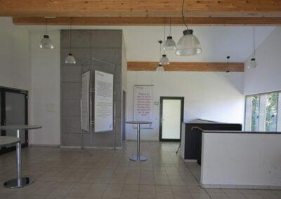 Seminarhaus Foyer Treppe Lift